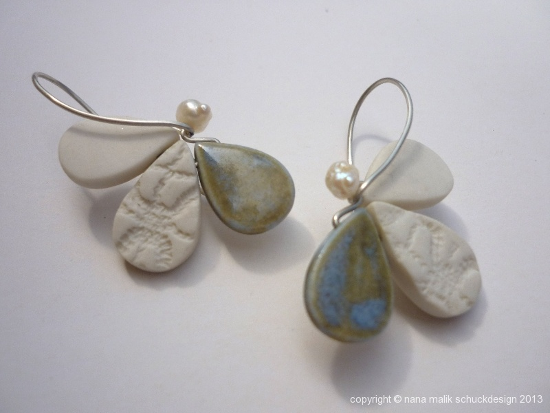 bluete-porzellan-glasur-gruenblau
