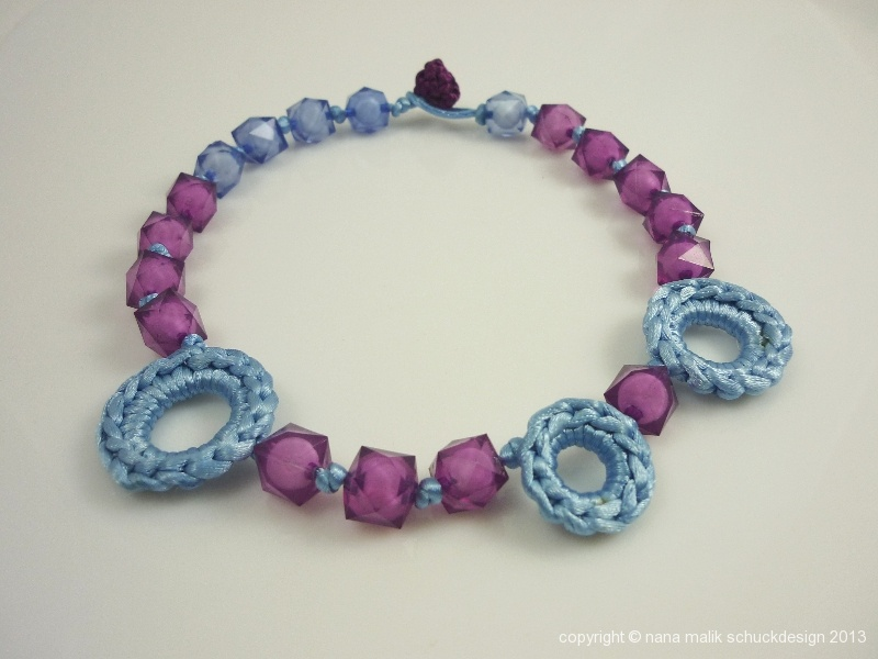 kette-blau/violett-kunstharzperlen