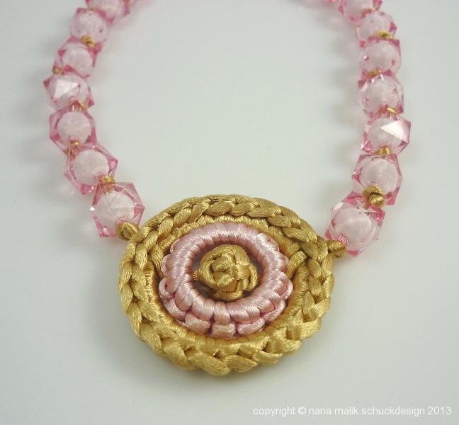 kette-rosa/gold-kunstharzperlen-ausschnitt